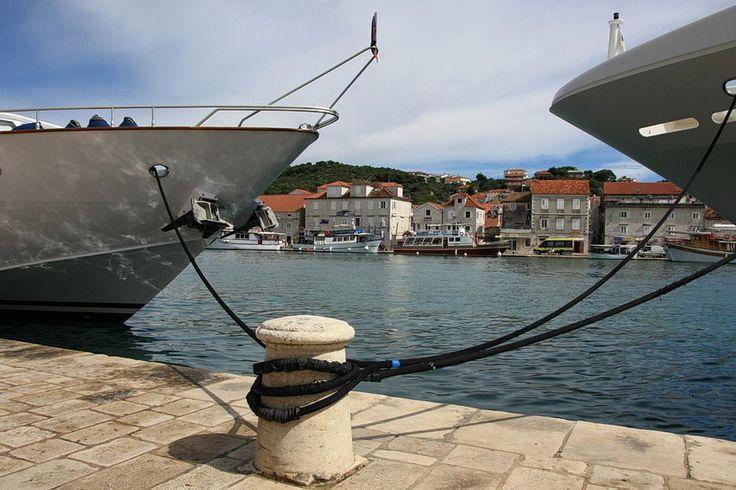 #Trogir, cidade e porto da #Croácia, numa pequena ilha a 27 km de Split, com um centro histórico considerado pela UNESCO como Património da Humanidade