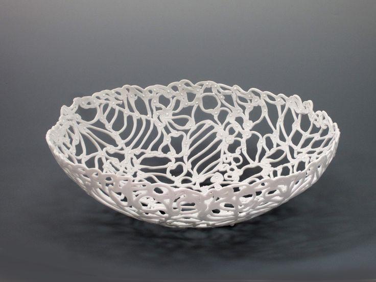 Porcelain Harmony. Porcelain Basket. Schaal geweven uit wit porselein