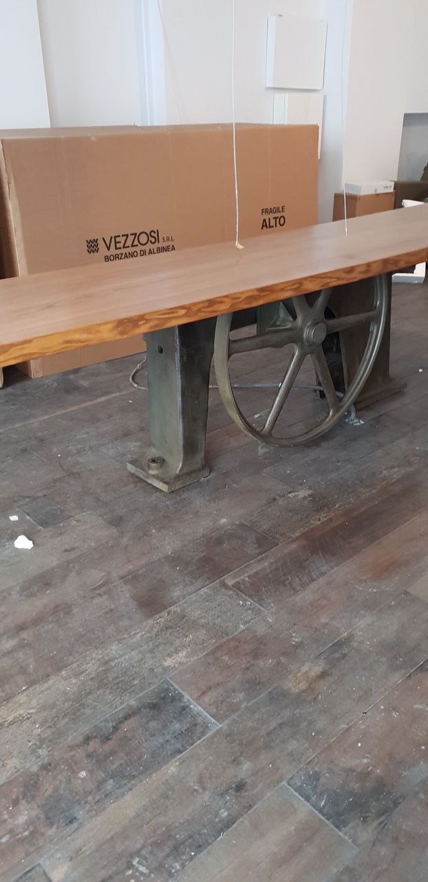 Grande Table Industrielle Sur Mesure De Magasin De Reunion De Salle A Manger Pied Central Ancien En Mobilier De Salon Table Industrielle Table De Reunion