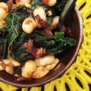 A quick Tuscan-inspired weeknight dinner: Cannelini beans and kale. YumUniverse's version is slightly spicy. Get the recipe at www.edamam.com