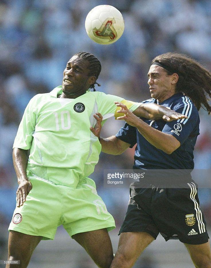 WM 2002 in JAPAN und KOREA, Ibaraki, 02.06.02/Match 7, GRUPPE F/ARGENTINIEN - NIGERIA (ARG - NGA), JAY JAY OKOCHA /NGA, Juan Pablo SORIN/ARG