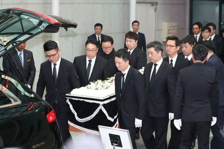 On November 2, the family and friends gathered together at the funeral of the late Kim Joo Hyuk to say their final good bye at Asan Medical Center funeral hall in Seoul.