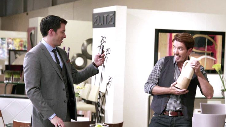 Get to know the Property Brothers, Jonathan and Drew Scott, in a video bio.