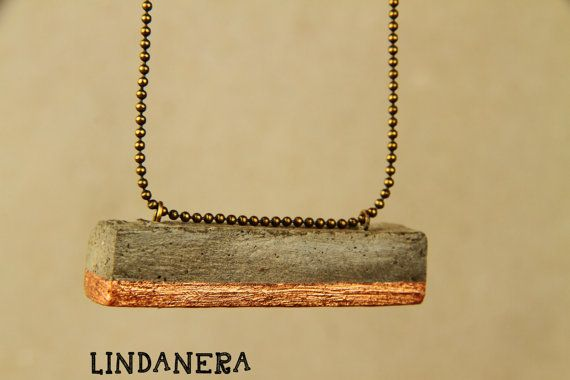 PENDANT BAR CONCRETE with copper. LINDANERA Jewels made by hand.  Disponibili online:  https://www.etsy.com/it/listing/464457423/ciondolo-moderno-a-barra-in-cemento-con?ref=shop_home_active_15