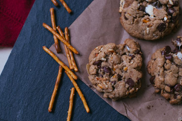campfire cookies with chocolate, marshmallow and pretzels
