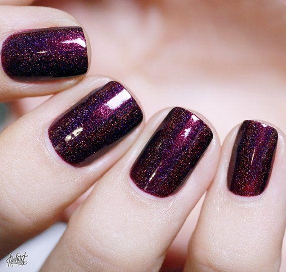 Black Orchid – Deep Burgundy / Plum Vampy Holographic Nail Polish – Fingernägel