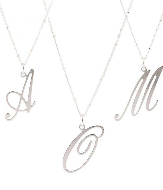 Sierlijke alfabet hangers in zilver