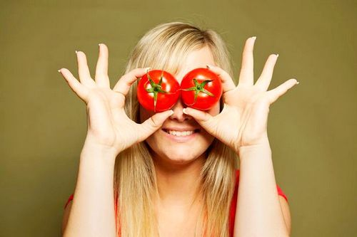 5. Lycopene in tomatoes also work against aging and anti-cancer properties. Especially against prostate and colon cancer. 6. Stimulate the production of tomatoes carnitine amino acid which has been shown in research to accelerate the body's fat burning capacity is more than 30 percent.   Read More http://morefemale.com/reasons-to-eat-tomatoes/