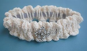 Bridal Garter by @Cre8tionCrochet   via 20 #Free #Wedding #Crochet #Patterns Round Up by @beckastreasures   #bride #love