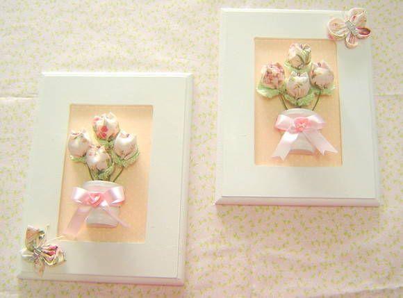 Um charme para o quarto do bebê, com a delicadeza das tulipas em tecido de cores claras.  Conjunto com 2 quadros com aplique de vasos com tulipas em tecido.  Aceitamos encomendas de outras cores. R$ 49,90