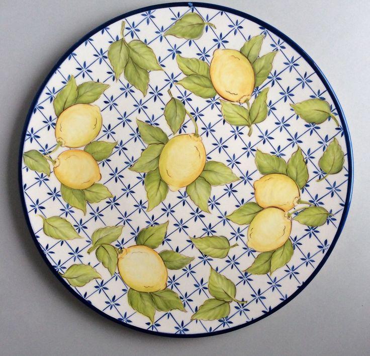 prato feito em cerâmica e pintado a mão. 100 % artesanal