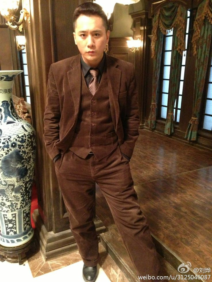 Chinese man with brown corduroy suit | dudes in corduroy - mecs en