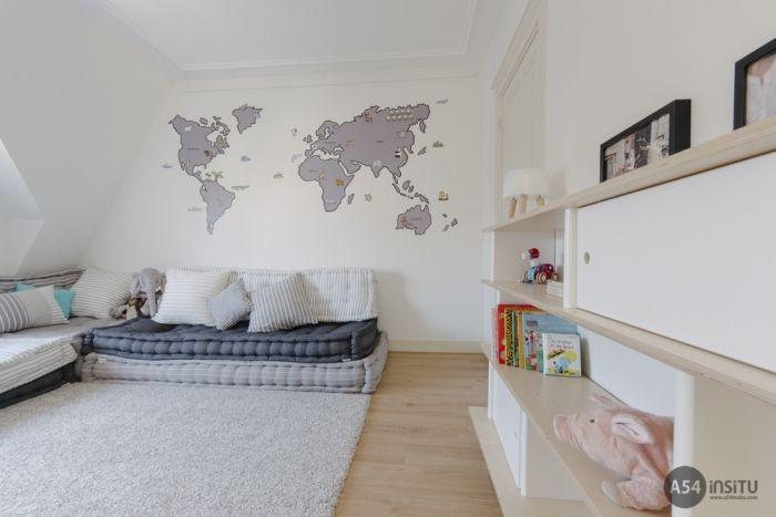 Preciosa habitaci n con un mapamundi en vinilo creado por - Habitaciones infantiles barcelona ...
