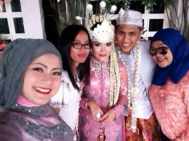 We and my lovely fams #traditionalwedding #pinky #sunda #bandung