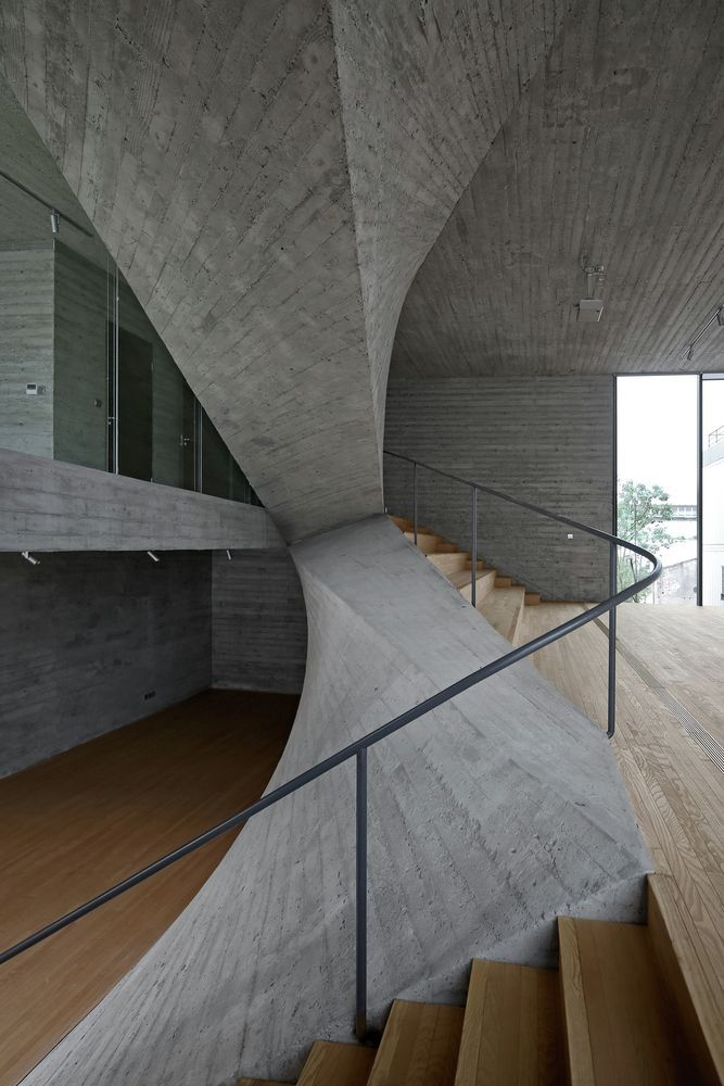 Working On An Interior Design Project Get Inspired By These Architecture Projects At Luxxuhome Interior Architecture Concrete Architecture Space Architecture