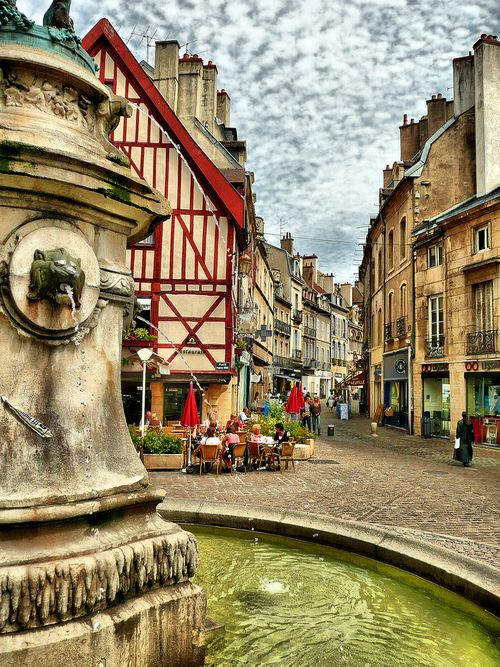 Visitez le centre historique de Dijon http://www.fasthotel.com/bourgogne/hotel-dijon-nord