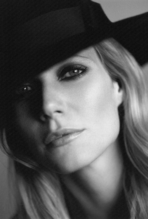 Gwyneth Paltrow beautiful classic black and white; stunning makeup!