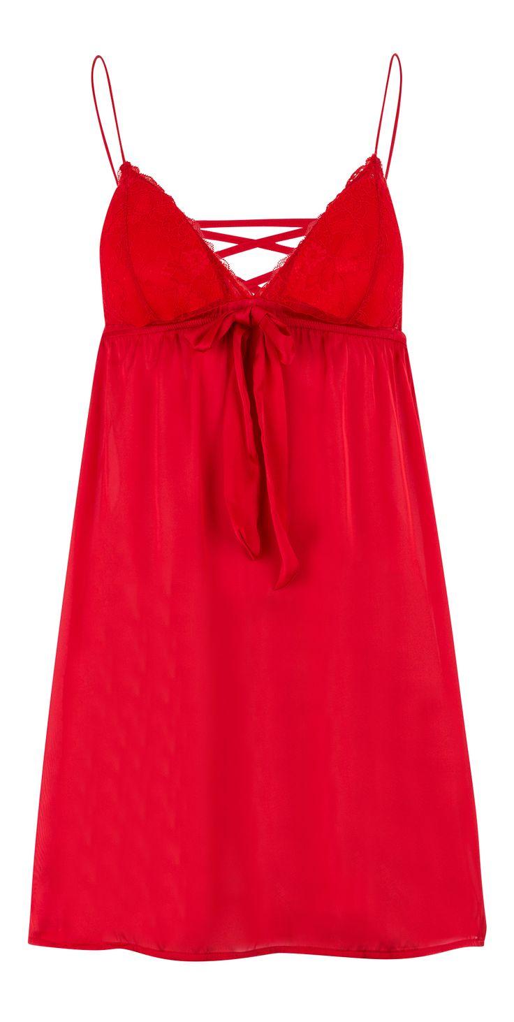 Shake & be sexy pour la nuit avec cette nuisette rouge détail nœud et dos détail lacet