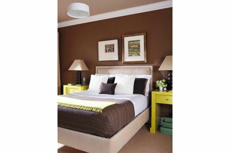 Ideas para aplicar el color marrón en tu cuarto  La paleta en tonos chocolate se despierta con el aporte luminoso del verde en este dormitorio cálido y sofisticado. Foto:Bellamumma.com