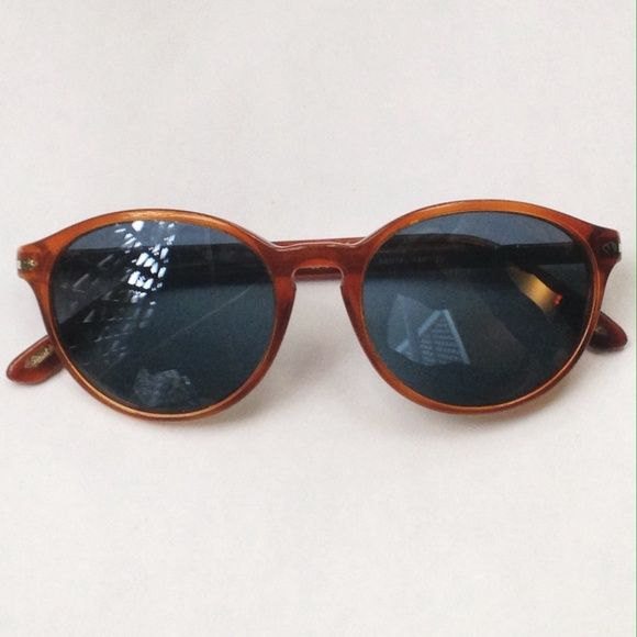 Persol suprema women's sunglasses like new Letting go of some of my sunglass collection as I have too many! These are in mint condition, have a nice fitted frame, have a tortoiseshell frame and come with the branded Persol case. Persol Accessories Sunglasses