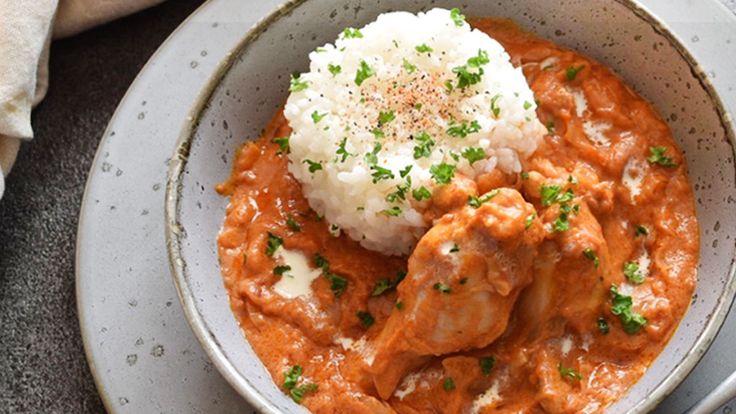 カレーといえばインドを連想するように、シチューもヨーロッパの国々をイメージするかもしれません。煮込んだソースをパンやお米とともに食べるスタイルが各地にあります。さらには、アフリカにも。それが「マフェ」です。見た目はシチュー、そこにある材料が加わることで一変、エキゾチックな風味となるんです。マフェは西アフリカ地方で広く親しまれている家庭料理。トマトベースのカレーにピーナッツペーストを加えて国を...