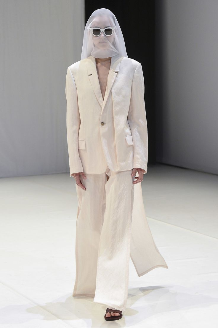 Chalayan Spring 2018 Ready-to-Wear Undefined Photos - Vogue