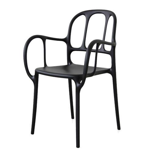 De Mila Chair is gemaakt van plastic en verkrijgbaar in de kleuren zwart, wit en groen. De stoel is stapelbaar en kan zowel binnen als buitenshuis gebruikt worden. Afmetingen: b 55 cm x h 84,5 cm x d 54 cm. De zithoogte is 46 cm, de leuningen zijn 67 cm hoog en de zitdiepte is 48 cm.