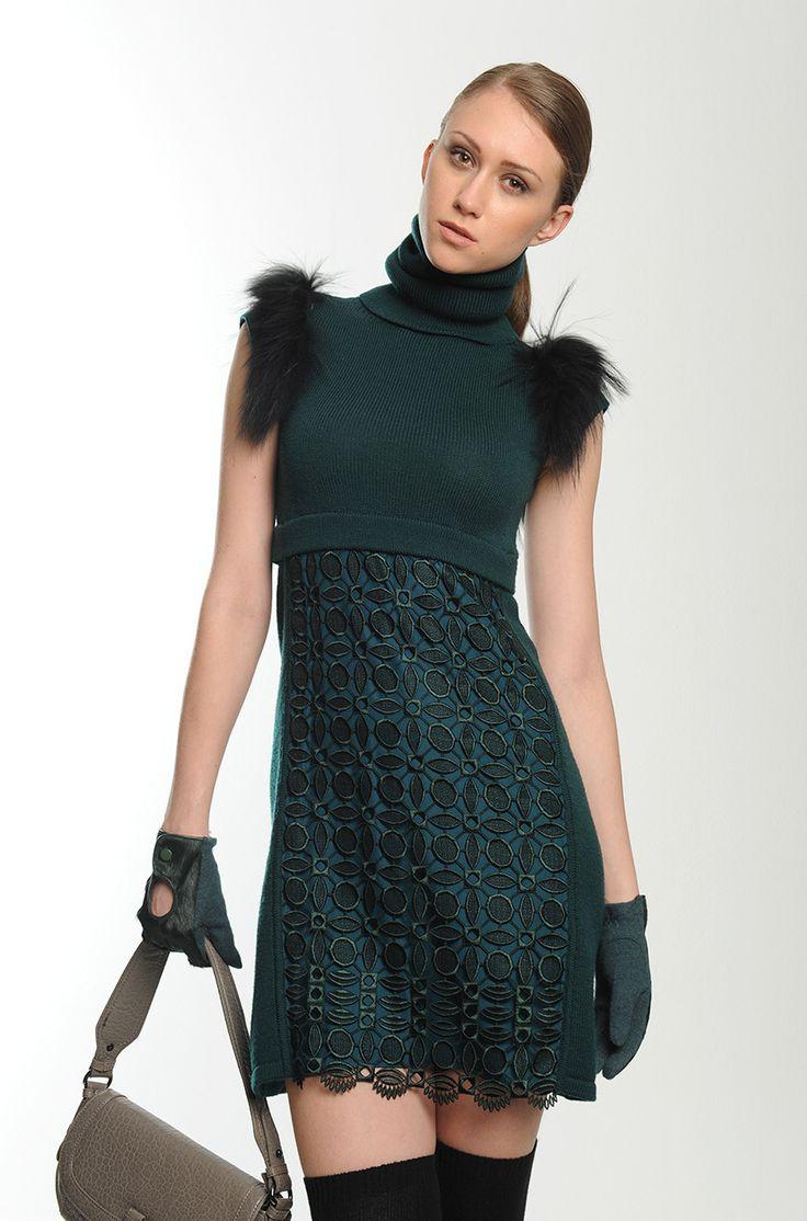 Abito di lana con dettagli in pelliccia rimovibili, inserto ricamato e scaldacollo abbinato. Euro 185. #stylistforaday #boretto #abiti #dress #diffusionetessile #AI13