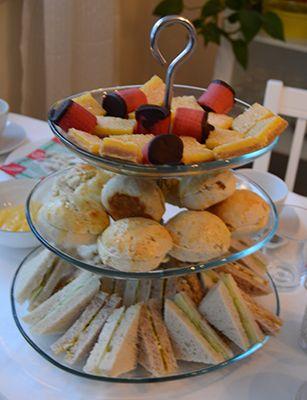 Afternoon Tea er en gammel britisk tradisjon. Arranger et skikkelig teselskap hjemme med fantastiske småretter og kaker. Bli inspirert her.