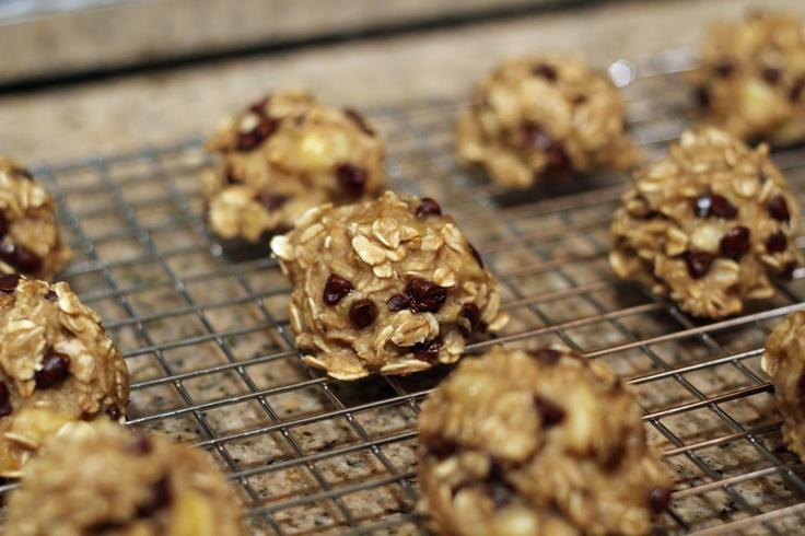 MeganMeCrafty: 2 Ingredient Banana Cookies