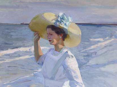 """""""Elena Sorolla en la playa"""" está dominada por el color azul del mar y del vestido de la joven, blanco teñido de azul por efecto de la luz del atardecer y del reflejo del agua. Pintado en 1909, se ha considerado siempre como la pareja de la obra """"Paseo a orillas del mar"""", en el que aparecen Clotilde y María, las otras dos mujeres de la familia Sorolla, paseando por la misma playa."""
