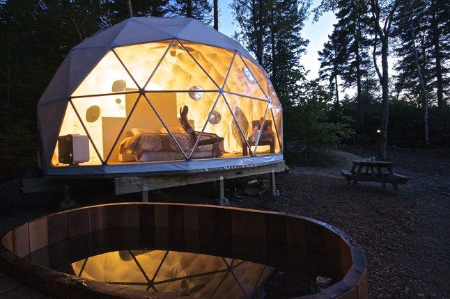 Canada gets the glamping bug with new these new luxury pods opening in the forests of New Brunswick.  How about that pod tent holiday in Canada Ridgeback Lodge on the Kingston Peninsular, New Brunswick?