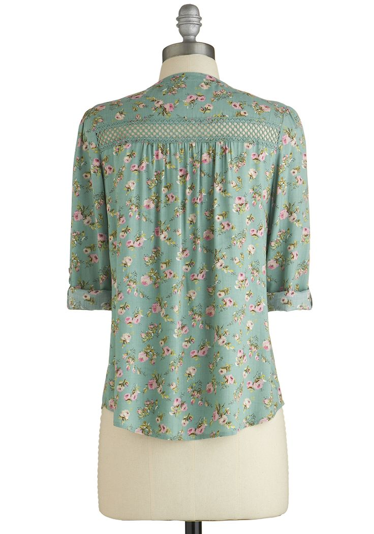 Treat the Parents Top in Floral. Youve been putting in quite a bit of overtime at the office lately, so you celebrate the extra pay in your wallet by inviting your parents to brunch - your treat! #green #modcloth