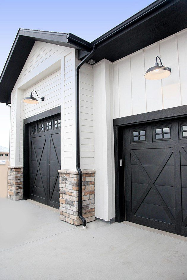 Open Sesame Midcentury Modern Front Door Ideas To Turn Back The Hands Of Time In 2020 Garage Door Design Modern Farmhouse Exterior Modern Garage Doors