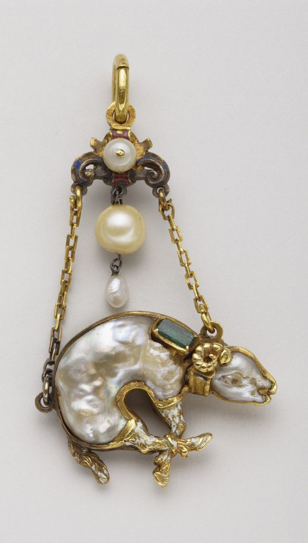 Pendant of the Order of the Golden Fleece First half of the 16th century – Gold, baroque pearls, emeralds and enamel. This highly refined pendant marvelously illustrates the taste for baroque pearls in Renaissance jewelry. http://bijouterieduspectacle.blogspot.jp/2008/08/trsors-de-la-collection-spada.html