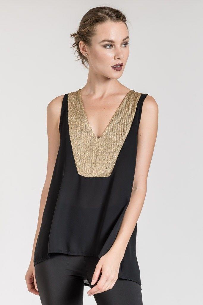 5c78afebecef Ασυμμετρη v μπλουζα με λεπτομερειεσ απο χρυσο διχτυ