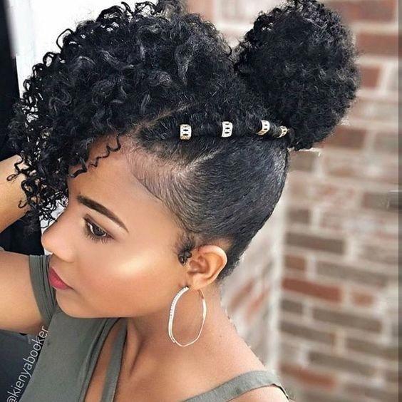 Curly Bun: Natürliche Haarknotenstile #natürliche Frisuren
