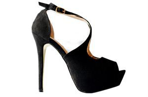 Te piękne szpilki znajdziecie w sklepie internetowym http://laceshop.pl/zamszowe-sanda%C5%82y-na-platformie