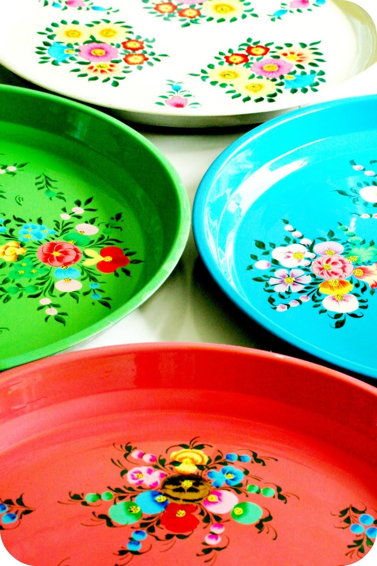 retro  *My Grandmother had some plates like this*  I could see these easily being copied with just plastic trays and some paint*  I could do this! :o)
