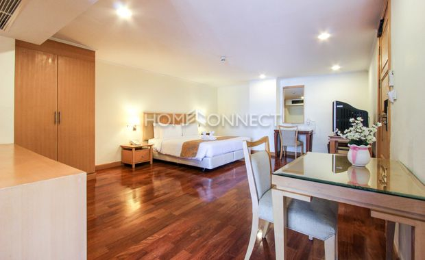 Nice Studio Room for Rent at S.M Grande  -  Learn more of this rental & other available apartments or condos for rent, go to http://www.homeconnectthailand.com/?pagename=search-results&price=75000  This exclusive studio room for rent at S.M. Grande Residence comes with a smart 50 square meter layout. Ready to move in today, this urban abode boasts of a king size bed, side tables, wardrobe, dresser, and a multipurpose console. A work desk and chair, tv/console, and a displa