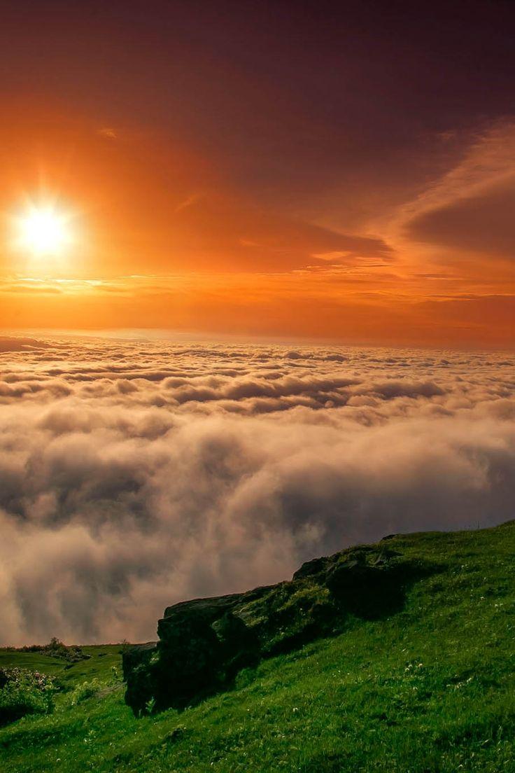 Sea of Clouds at sunrise in Trabzon ⛵ Eastern Blacksea Region of Turkey ⚓ Östliche Schwarzmeerregion der Türkei #karadeniz #doğukaradeniz #trabzon #طرابزون #travel #nature #ecotourism #cittaslow #mythological #colchis #thegoldenfleece #thecolchiandragon #amazonwarriors #tzaniti
