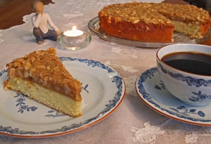 Toscakaken er en nydelig formkake. Den er saftig og det karamelliserte mandellokket gjør denne kaken unik. Har mange barndomsminner om denne berømte kaken.