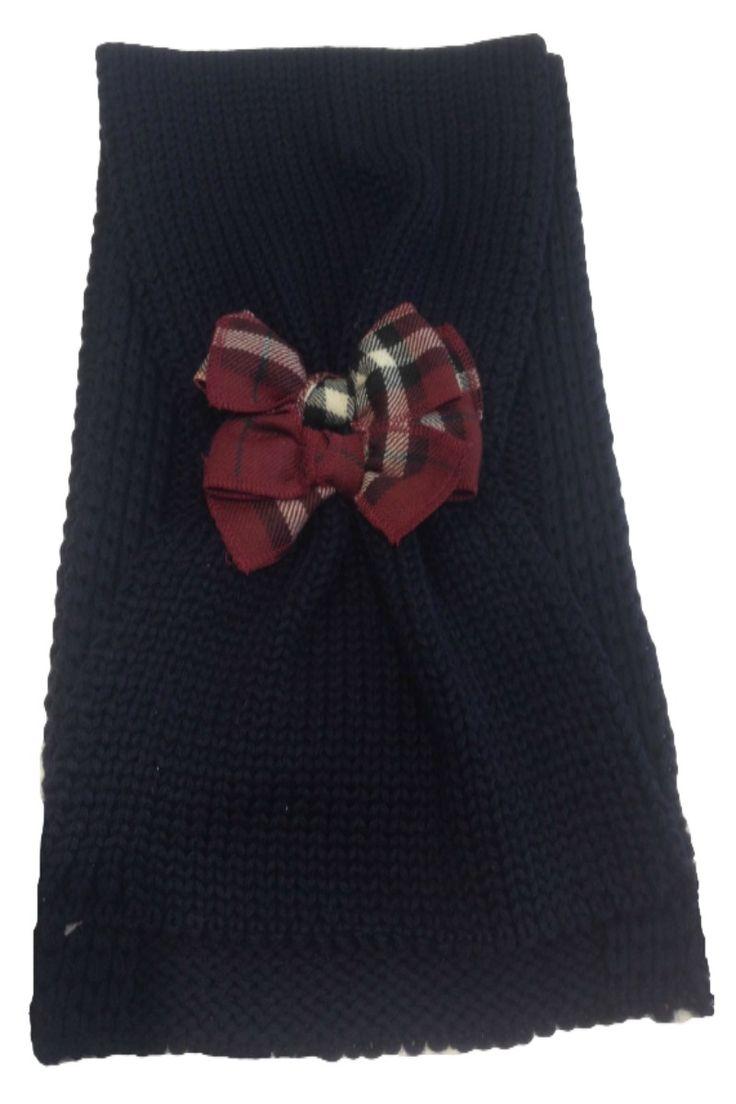 SCIARPA CATYA,  #Sciarpa per #bambine di Catya in pura lana #merinos con lavorazione tricot di colore blu scuro con dettaglio e fiocco decorativo, #catya  #sciarpacatya  #accessoricatya http://www.abbigliamento-bambini.eu/compra/sciarpa-catya-2900054