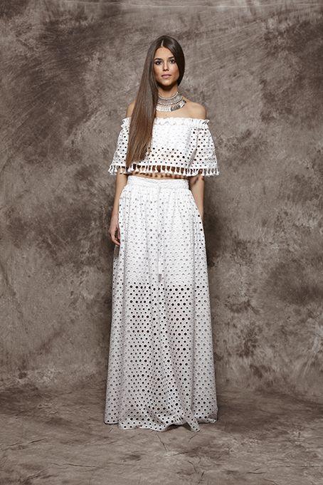 Falda blanca con círculos troquelados