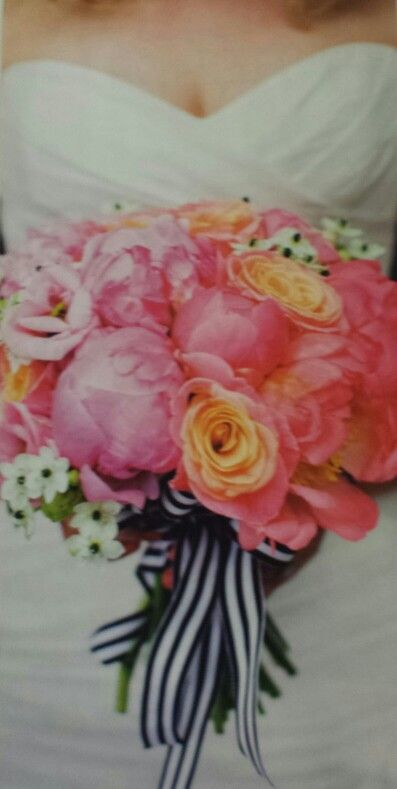 peonies, roses and ornitogallo for this bouquet