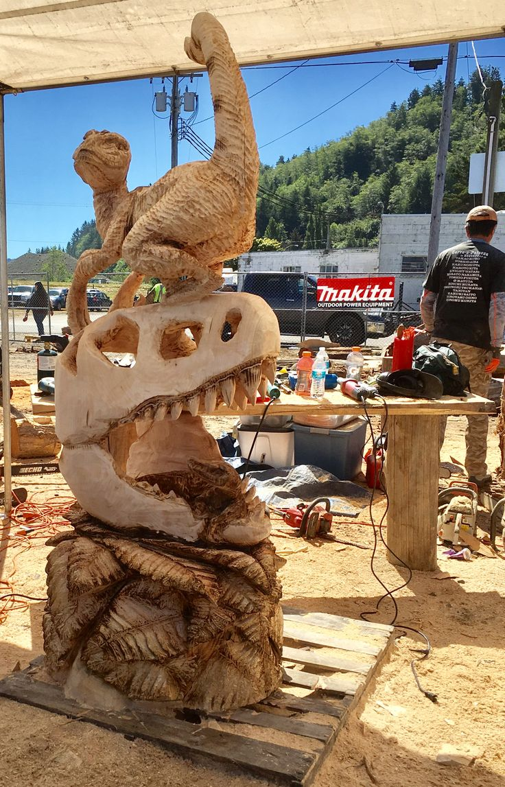 Chainsaw carving world championships reedsport oregon usa