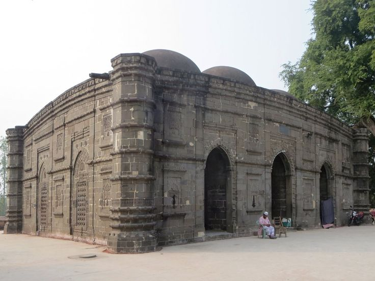 The curved roof of the Kusumba Mosque (1558) in Naogaon District, Bangladesh, mimics the Bengali house.