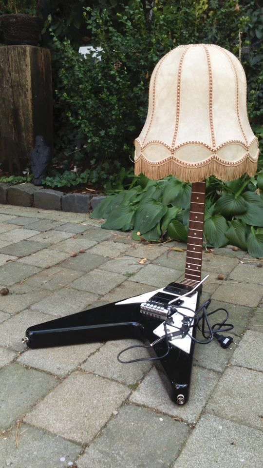 ;-) Light for heavy metal lover + guitarists! ;-) #metal #fun #music #funny #flyingv #gibson #gear #guitar #diy #crafting #home #decoration