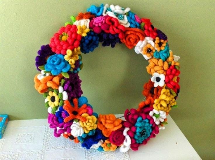 Flower crochet wreath. So cool.