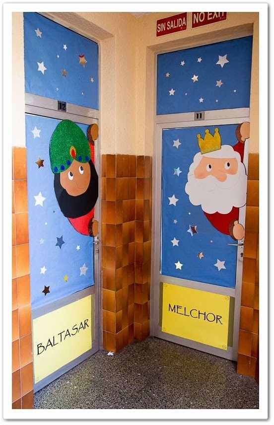 Este año, mis compañeras de nivel y yo hemos decorado nuestras puertas de clase con los Tres Reyes Magos.